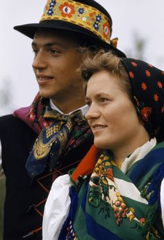 A couple of Croatian descent wears traditional costumes Austria, Costumes Around The World, Culture Clothing, Cultural Diversity, Traditional Clothes, Central Europe, Mod Dress, Folk Costume, Eastern Europe