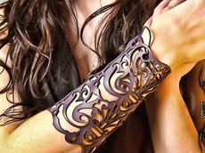 Victorian Steampunk Cuff in purple leather Laser Cut Leather, Leather Cuffs, Leather Jewelry, Leather Bracers, Tooled Leather, Lady Like, Steampunk Accessoires, Mode Hippie, Leather Bracelets