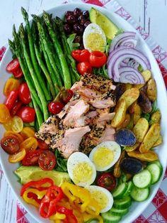 Sesame Crusted Salmon Nicoise Salad - Proud Italian Cook Salat Nicoise, Salmon Nicoise Salad, Tuna Salad, Healthy Salads, Healthy Eating, Healthy Recipes, Clean Eating, Crusted Salmon, Food Platters