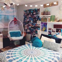 Teen Girl Bedrooms - From cool to super dreamy teen room decor examples and tips. A Ought to read delightfully charming planning ref 3835216432 . Teenage Girl Bedrooms, Girls Bedroom, Teenage Beach Bedroom, Hip Bedroom, Teen Bedroom Chairs, Teen Beach Room, Bedroom Cushions, Bedroom Beach, Teen Girl Rooms