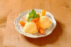 Fruchtig-süßes Marilleneis mit Joghurt und Limettensaft - ein geniales Rezept für den Sommer!