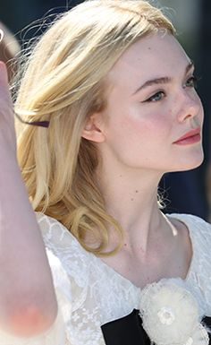 Elle Fanning attends the photocall of 'The Neon Demon' at the 69th Cannes Film Festival [May 20th, 2016]