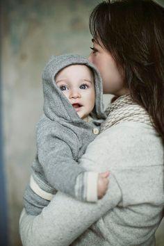 He encontrado este interesante anuncio de Etsy en https://www.etsy.com/es/listing/130675665/hooded-grey-sweater-baby-alpaca-knit