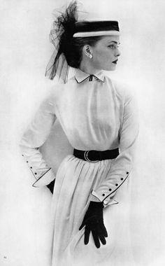 Vintage Fashion: Black and White Fashion Photography ~ Vogue 1951 Moda Vintage, Vintage Vogue, Vintage Glamour, Vintage Woman, 50 Style, Looks Style, Mode Style, Vintage Beauty, Vintage Dresses