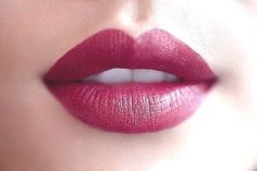 perfect berry lipstick. I have been trying to find a shade like this.