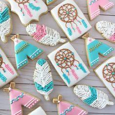 Feathers, Dream Catchers, and Teepees! I'm in love! . . . . #pinklemoncookies #customcookies #teepeecookies #feathercookies…