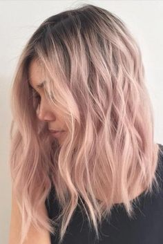 Are you looking for rose gold hair color hairstyles? See our collection full of rose gold hair color hairstyles and get inspired! Cabelo Rose Gold, Ombre Rose Gold Hair, Rose Pink Hair, Rose Gold Toner Hair, Rose Golf Hair, Rose Gold Short Hair, Rose Gold Balayage, Ash Ombre, Violet Hair