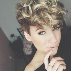Diese+11+tollen+Frisuren+beweisen,+dass+kurze+Haare+und+Locken+eine+perfekte+Kombination+sind.+Schau+sie+Dir+jetzt+an!