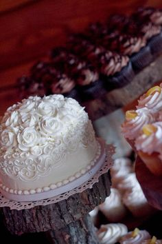 This all white wedding cake from Buehler's Medina River Styx's bakey is surrounded by four flavors of our delicious cupcakes. Medina River, Delicious Cupcakes, All White Wedding, Bakery Cakes, Custom Cakes, Daughters, Cake Ideas, Frosting, Cupcake Cakes