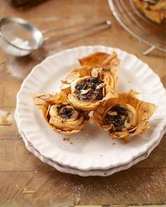 Filo pastry mince pies by Jamie Oliver. Taking an ordinary pie, but giving it a twist (literally. in the filo pastry) Fruit Recipes, Sweet Recipes, Cooking Recipes, Recipies, Jamie Oliver, Christmas Cooking, Christmas Recipes, Christmas Ideas, Christmas Entertaining