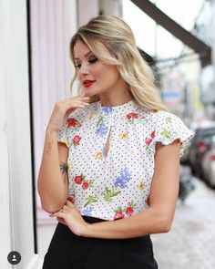 Blusas в 2019 г. Mode Simple, Cute Tops, Blouse Designs, Work Wear, Feminine, Couture, My Style, Womens Fashion, Casual