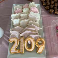 Cute graduation cookies!     #cookies #royalicing #decoratedcookies #cookiedecorator #graduation #graduationcookies #desmoines #desmoinesiowa #yum #thesweetestthing