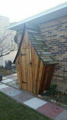 Such a lovely and whimsical garden/tool shed.