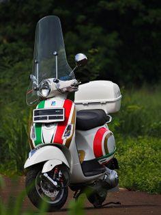 vespa lx150 #tricolore #nolan graphic style #bitubo shockbreaker #high windscreen