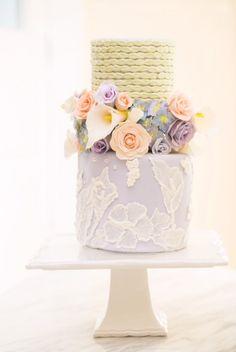 <3 <3 ADD diy www.customweddingprintables.com #customweddingprintables... Pastel Floral Cake with Brush Embroidery