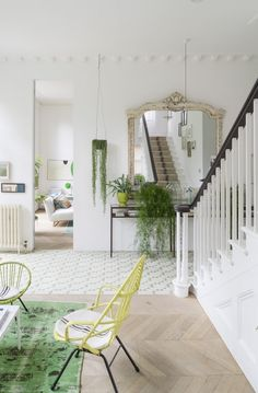 Hello April! How wonderful to see you! It would be rude not to celebrate with an absolutely stunning artist's home that's full of the joys of spring! The house, featured on JJ Locations, has been dec