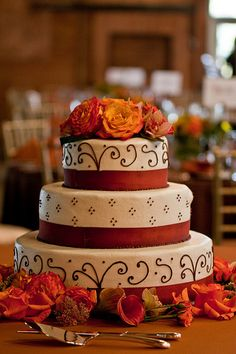 Fall Wedding Cake - like this design...would look good in green