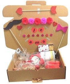 Caja de regalo amor!, perfecta para celebrar una fecha especial Love Gifts, Gifts For Boys, Birthday Box, Birthday Gifts, Valentine Crafts, Valentines, Cute Presents, Gift Bouquet, Easy Paper Crafts