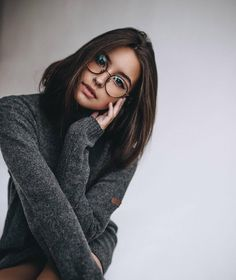 Gorgeous Female Portrait Photography By The Russian Photographer Alena Andrushenko Poses Photo, Picture Poses, Girl Photography Poses, Fashion Photography, Beauty Photography, Beautiful Woman Photography, Indoor Photography, Sport Photography, Shotting Photo
