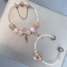 Jewelry OFF! >>>Visit>> Pandora charm inspo Fashion trends Fashion designers Casual Outfits Street Styles>>>Pandora Jewelry OFF! Cute Jewelry, Charm Jewelry, Jewelry Accessories, Pandora Bracelet Charms, Pandora Jewelry, Pandora Rings, Luxury Jewelry, Modern Jewelry, Ankle Bracelets