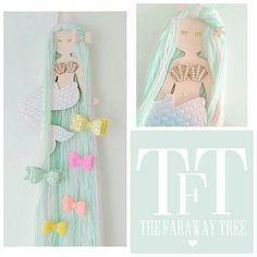 Soporte de arco de pelo de sirena, almacenamiento de arco de pelo, pelo arco suspensión. Esta hermosa sirena es la adición perfecta para un dormitorio de niñas pequeña para almacenar todos sus arcos del pelo en. Su pelo se compone de menta verde, aqua, rosa y blanco iridiscente de