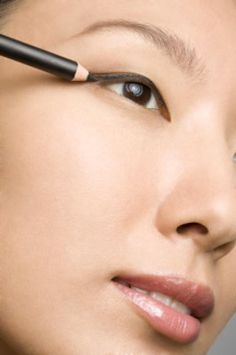 Are You Applying Your Pencil Eyeliner Correctly? (Probably Not).: Dash, Dash, Dash