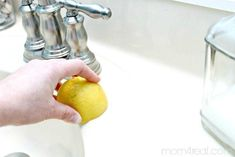 Today I am going to share a super easy cleaning trick with you . how to get a clean porcelain sink and remove rust stains! If there is one thing I cannot stand, it is trying to keep the porcelain sinks in our bathrooms clean. Homemade Cleaning Products, House Cleaning Tips, Natural Cleaning Products, Cleaning Hacks, Diy Hacks, Deep Cleaning, Remove Rust Stains, How To Remove Rust, Removing Rust