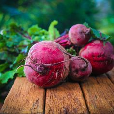 How to Eat the Beet from Root to Leaf — Just Beet It How To Make Beets, Rotation Des Cultures, Beetroot Benefits, Beet Chips, Beet Salad Recipes, Juice Recipes, La Constipation, Red Beets, Immune System