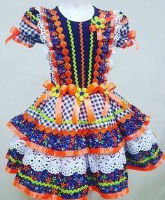 Blog La Pequetita: VESTIDOS DE FESTAS JUNINAS INFANTIS Dance Dresses, Girls Dresses, Recycled Dress, Country Dresses, Kids Fashion, Womens Fashion, Baby Dress, Cosplay Costumes, Stylish Outfits