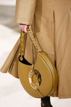 Loewe Fall 2016 Ready-to-Wear Fashion Show Details