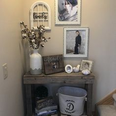 Best Small Entryway Decor & Design Ideas To Upgrade Space « inspiredesign Country Decor, Rustic Decor, Farmhouse Decor, Farmhouse Design, Country Living, Rustic Table, Country Farmhouse, Rustic Design, Modern Farmhouse