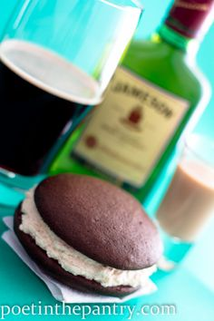 Irish car bomb whoopies - perfect for mummies and daddies.and for St Pat's day! Great Desserts, No Bake Desserts, Delicious Desserts, Dessert Recipes, Yummy Food, Irish Recipes, Sweet Recipes, Cake Base Recipe, Yummy Things To Bake