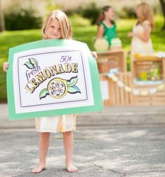 we live way out in the country, but my girls still want to do a lemonade stand...here's some great ideas to make it POP!