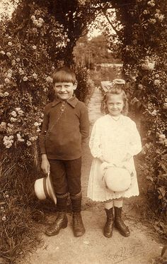 my-little-time-machine: Brother and sister in a garden by lovedaylemon on…