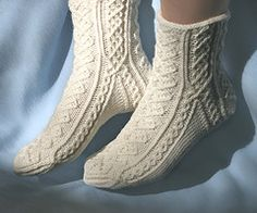Ravelry: Hélène Socks pattern by Tuulia Salmela