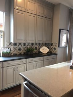 tiles Black Please, please, please, let me move right into this kitchen! Black And White Backsplash, White Kitchen Backsplash, Kitchen Tiles, Kitchen Flooring, Kitchen Cabinets, Home Decor Kitchen, Home Kitchens, White Cottage Kitchens, Updated Kitchen