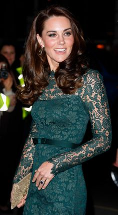 I love this dress!! She looks beautiful as usual~ Catherine, Duchess of Cambridge attends the Portrait Gala 2017 at the National Portrait Gallery on March 28, 2017 in London, England. (Photo by Max Mumby/Indigo/Getty Images) via @AOL_Lifestyle Read more: https://www.aol.com/article/lifestyle/2017/03/28/gorgeous-green-kate-middleton-gala-lace-gown/22015951/?a_dgi=aolshare_pinterest#fullscreen