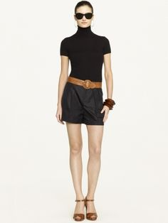 Cashmere short-sleeved turtleneck with short trousers and brown leather :)