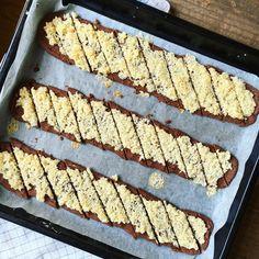 CHOKLADSNITTAR MED KOKOSTOSCA2 Baking Recipes, Cookie Recipes, Dessert Recipes, Bagan, Swedish Cookies, Cookie Cake Pie, Sandwich Cake, Dessert For Dinner, Something Sweet