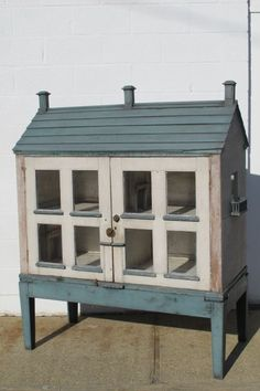 Victorian Dolls House on Stand image 2