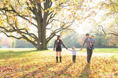 We are family: family shooting,  Fotoshooting, Familienbilder, pretty family, outside shooting, fall, colorful leaves, Herbstshooting, #urbanartphotography