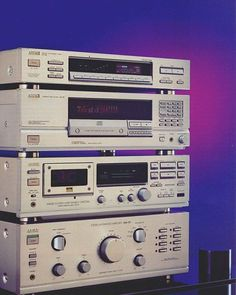 AKAI (1991-1993) . AKAI AT-56 AKAI CD-55 AKAI DX-57 AKAI AM-37 . Power output: 60 watts per channel into 8Ω (stereo)  Vintage Audio Love
