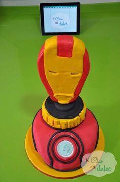 Tarta de Ironman decorada con fondant