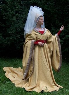 Burgundian gown       The gown based on illumination in Le morte d'Artur is made of brocade overgown with wide sleeves and trail. Also of headdress with veil (based on The Rose Tapestries), wide red belt, red woolen kirtle and chemise. Hand made.    Second half of 15th century.
