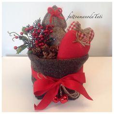 Cestino natalizio in lana cotta con cuori e alberello, by fattoamanodaTati, 35,00 € su misshobby.com