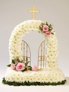 Gates of Heaven tribute with Chrysanthemums and Roses. Grave Flowers, Altar Flowers, Cemetery Flowers, Funeral Flowers, Funeral Floral Arrangements, Flower Arrangements Simple, Floral Foam, Arte Floral, Funeral Sprays