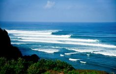 A set of perfect waves in Bali, Indonesia. #bali #indonesia #waves #ocean #surf