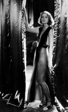 Greta Garbo as 'Mata Hari', 1931 (photo by Milton Brown) Golden Age Of Hollywood, Vintage Hollywood, Hollywood Glamour, Hollywood Stars, Classic Hollywood, Classic Actresses, Classic Films, Actors & Actresses, Milton Brown