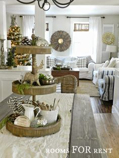 Woodland Glam Christmas Tour {2014} I ADORE this house. Having a blue, grey and white decor myself I have been at a loss as to how to incorporate Christmas decor into this color scheme without having red and green screaming everywhere. Lol. But she has done a beautiful job with it. I know how I will be decorating this year.
