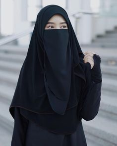 Hijab Gown, Hijab Outfit, Hijab Casual, Hijab Chic, Hijabi Girl, Girl Hijab, Beautiful Muslim Women, Beautiful Hijab, Niqab Fashion
